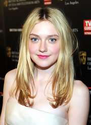 Dakota Fanning paired her glamorous gown with a pretty pink pout.
