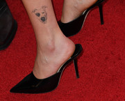 Zoey Deutch loves her dog a lot! This tattoo on her ankle proves it.