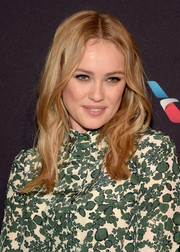 Hannah New wore her hair with a center part and messy waves during the BAFTA Los Angeles tea party.