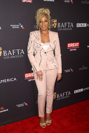 Mary J. Blige completed her red carpet attire with gold peep-toe heels.