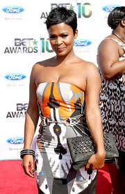 Nia sported her signature, short tresses styled in a tousled, side-parted look.