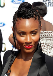 Jada Pinkett Smith showed off a head full of braids while walking the carpet at the BET Awards.