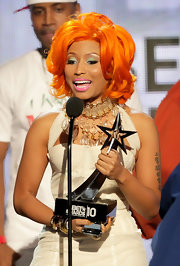 Nicki showed off another one of her wigs while accepting an award at the BET Awards. While her carrot top curls don't look bad, we prefer her asymmetrical pink bob!