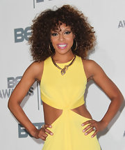 Wendy Raquel Robinson boldly accessorized with a luxurious gold snake necklace.