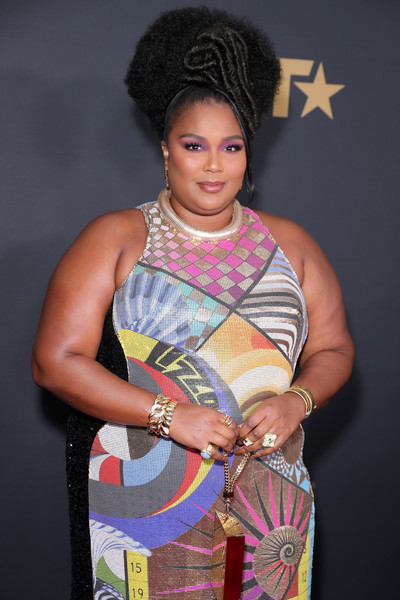 Lizzo sealed off her look with several statement rings.