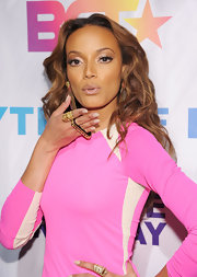 Selita Ebanks paired her long curls and pink little dress with a gold chain embellished cocktail ring.