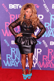 Lil Kim added color to her ensemble with bright platform sandals complete with bow detailing.