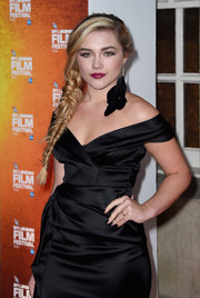 Florence Pugh matched her LBD with a black mani for the 2014 BFI London Film Festival Awards.