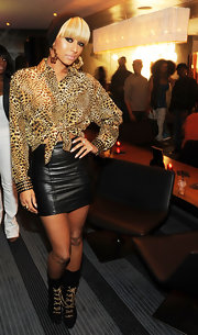 Keri Hilson added wow factor to her exotic look with black mid-calf boots with gold chain laces.