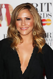 Heidi Range let her luscious mid-length waves down at the Brit Awards 2011.