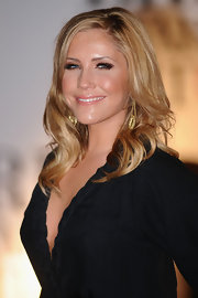 Heidi Range opted for etched gold dangle earrings at the 2011 Brit Awards.