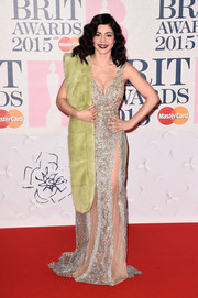 Marina Diamandis went for a completely elegant look for the BRIT Awards in a gold-hued beaded gown by Celia Kritharioti.