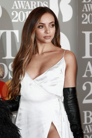 JadeThirlwall kept it simple with this center-parted, subtly wavy hairstyle at the Brit Awards.