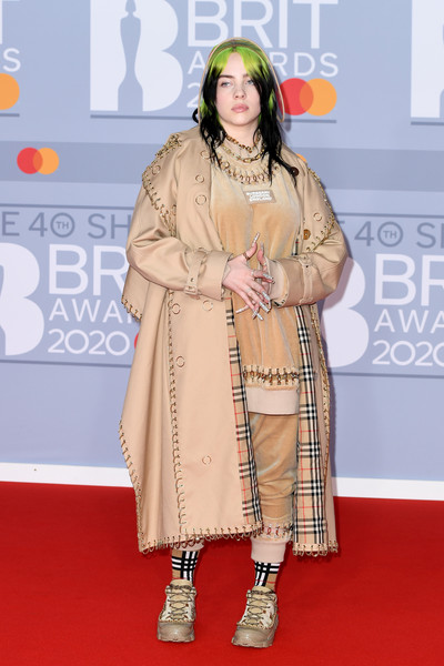 More Pics of Billie Eilish Gold Chain (2 of 46) - Gold Necklaces Lookbook - StyleBistro [red carpet,carpet,clothing,premiere,fashion,flooring,fashion design,event,peach,outerwear,red carpet arrivals,billie eilish,brit awards,england,london,the o2 arena,the brit awards 2020,billie eilish,2020 brit awards,red carpet,award,the o2,lizzo,stormzy,finneas oconnell,burna boy,harry styles]