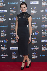 Victoria Pendleton's comlumn-style dress with a lace neck gave her a sleek and sophisticated red carpet look.