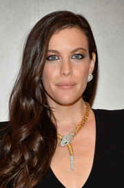 Liv tyler glammed up her look with this curly side sweep for the Bvlgari & Rome: Eternal Inspiration opening night.