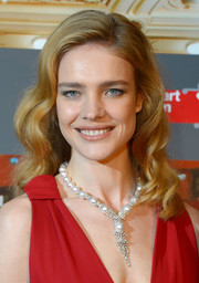 Natalia Vodianova accessorized with a stunning pearl and diamond Y-drop necklace.