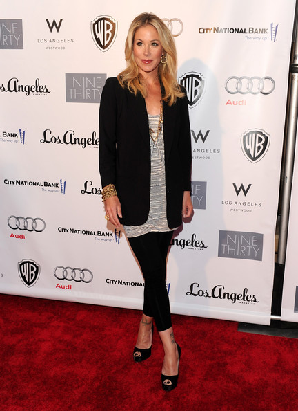 The hilarious actress was glowing on the red carpet with a shoulder-length layered hairstyle. Her highlighted blonde tresses were center parted and blown out with a round brush to give it shape.