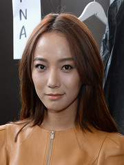 Wang Luodan attended the Michael Kors fashion show wearing her hair in center-parted shoulder-length layers.
