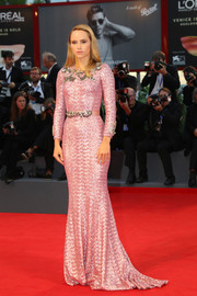 Suki Waterhouse went full-on glamour in a pink Dolce & Gabbana sequin gown for the Venice Film Festival premiere of 'The Bad Batch.'