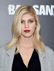 Devon Windsor styled her hair with subtly wavy layers for the New York premiere of 'Bad Santa 2.'