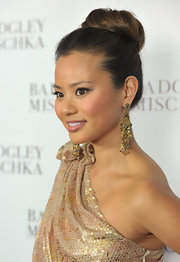 Jaime Chung rocked a high bun at the store opening of Badgley Mishka. Dangling gold and gemstone earrings finished off her elegant look.