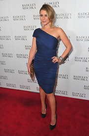Lauren looked demure at the Badgley Mischka opening in black suede pumps.