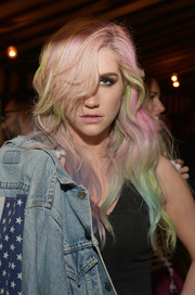 Kesha sported an edgy wavy 'do in a rainbow of colors during the Banana Republic L'Wren Scott collection launch.