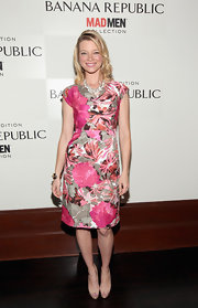 Amy Smart topped off her printed frock with nude peep-toe pumps.