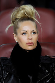 Helena Seger looked more like she was in a photoshoot rather than a football game with this avant-garde topknot.