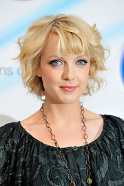 Lauren showed off her short blonde curls while attending a photocall.