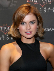 Rose McIver looked youthful and pretty wearing this wavy bob at the Batman 75th anniversary event.
