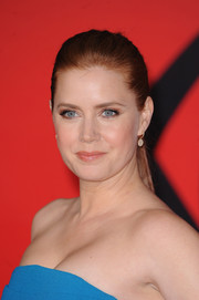 Amy Adams swept her hair back into a simple ponytail for the 'Batman v Superman' European premiere.