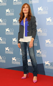 Isabelle Huppert added a lovely splash of color to her outfit with a pair of pink suede pumps.