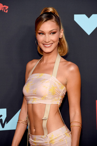 Bella Hadid Bangle Bracelet [clothing,beauty,model,fashion,abdomen,fashion model,navel,waist,brown hair,muscle,arrivals,bella hadid,mtv video music awards,prudential center,newark,new jersey]