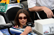 Emily Ratajkowski accessorized with a pair of oval shades at the Berlin E-Prix.