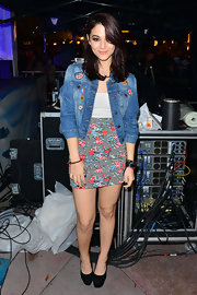 Fivel Stewart topped her dress with a cropped denim jacket.