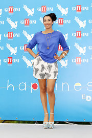 Nina Zilli looked super summery in this pair of white shorts with a fun print design.