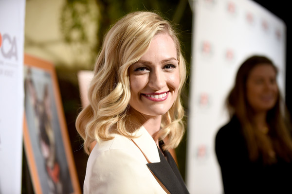 Beth Behrs Medium Curls