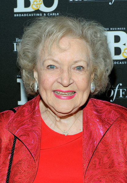 Betty White Curled Out Bob [photo,hair,face,blond,skin,chin,forehead,wrinkle,smile,premiere,betty white,new york city,the waldorf astoria,broadcasting cable hall of fame awards]