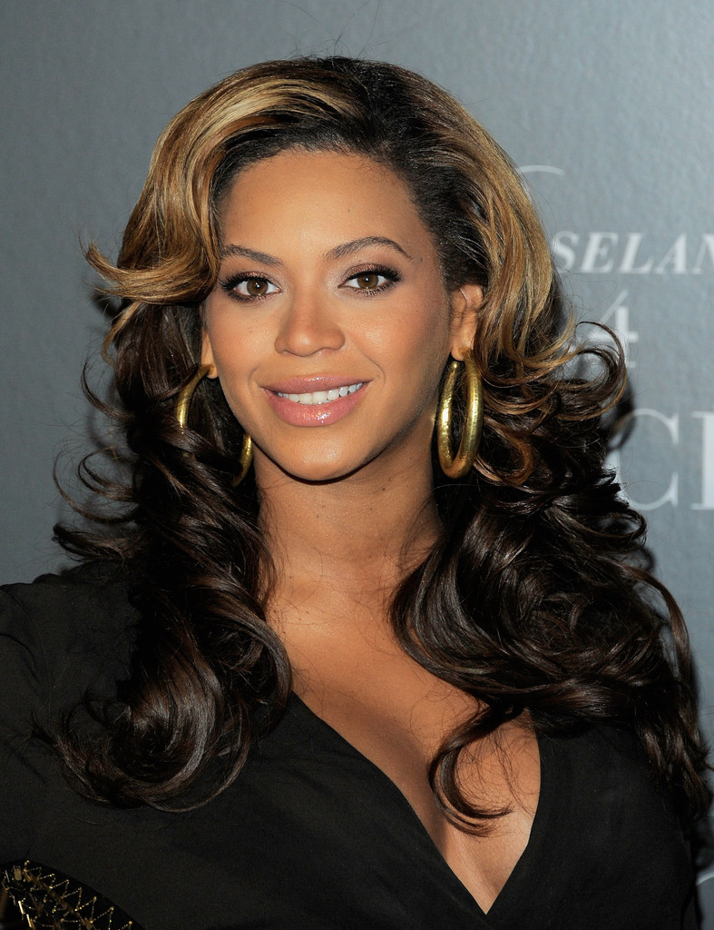 "Singer Beyonce hosts the screening of ""Live at Roseland: The Elements of 4"" at the Paris Theatre on November 20, 2011 in New York City."