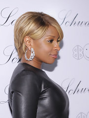 Mary J. Blige highlighted her honey-blond bob with sparkling hoop earrings.