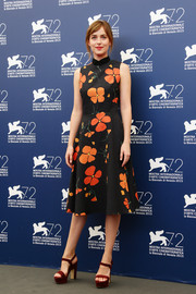 Dakota Johnson teamed her cute dress with burgundy platform sandals by Paul Andrew.