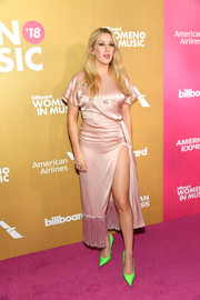 Ellie Goulding flashed some leg in a high-slit pink dress with a fringed hem at the 2018 Billboard Women in Music event.
