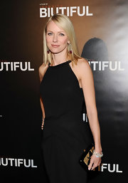 The beautiful Naomi Watts paired her gorgeous Roland Mouret dress with a black and gold clutch.
