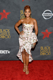 Anika Noni Rose oozed ultra-feminine appeal wearing a Dennis Basso strapless dress with a ruffled high-low hem during Black Girls Rock! 2017.