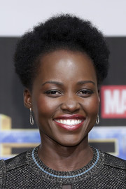 Lupita Nyong'o complemented her metallic look with a pair of dangling diamond earrings by Effy Jewelry.