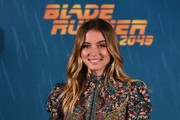 Ana de Armas looked sweet with her boho waves at the 'Blade Runner 2049' Madrid photocall.
