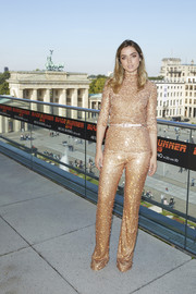 Ana de Armas brought major sparkle to the 'Blade Runner 2049' photocall in Berlin with this gold sequin turtleneck by Miu Miu.