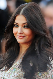 We're simply obsessed with Aishwarya Rai's long tumbling waves.